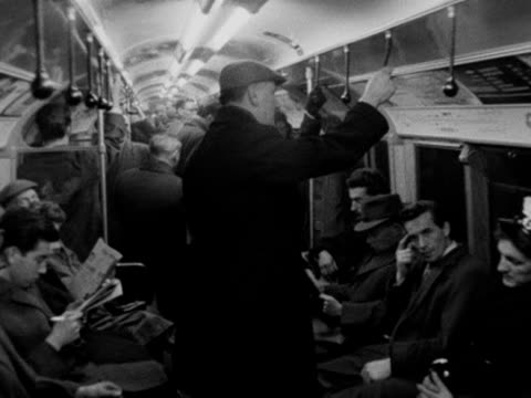 a shot inside a busy tube carriage 1963 - dondolarsi video stock e b–roll