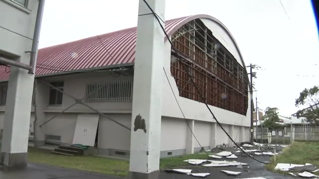 [nagasaki city] outer wall of junior high school gymnasium ripped off by typhoon haishen // [goto city] evacuation center in nagasaki / exterior... - junior high stock videos & royalty-free footage
