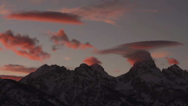 ws  shot of a beautiful time lapse sunset in grand teton national park - grand teton bildbanksvideor och videomaterial från bakom kulisserna
