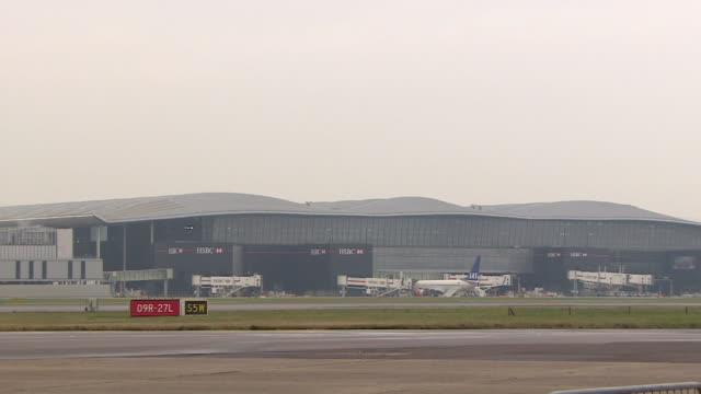 shot of a hsbc branded hangar at heathrow airport london - hangar stock-videos und b-roll-filmmaterial
