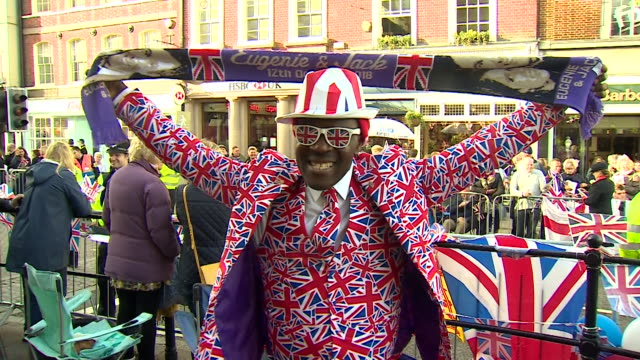 vídeos de stock e filmes b-roll de shot of a man in a union flag suit and tie in the crowd during the wedding of princess eugenie and jack brooksbank - cultura britânica