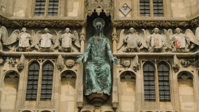 shot of a statue of jesus christ situated on the christ church gateway, canterbury. - canterbury cathedral stock videos & royalty-free footage