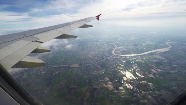 shot van een uitzicht uit het raam van een vliegtuig.