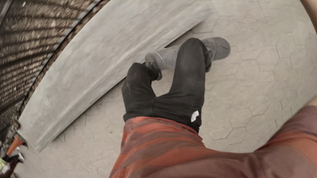 pov shot of a young man in his twenties falling off of his skateboard - 4k - extremsport perspektive stock-videos und b-roll-filmmaterial