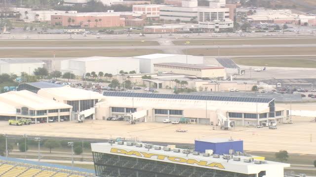 aerial ws shot of air field in front of daytona international speedway / florida, united states - circuito di daytona video stock e b–roll