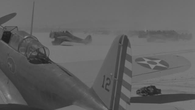 ws shot of airplane taking off at airfield in desert - united states airforce stock-videos und b-roll-filmmaterial