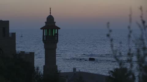 ws shot of al bahr mosque tower oversees mediterranean sea during magic hour / jaffa, tel, aviv israel - ジャファ点の映像素材/bロール