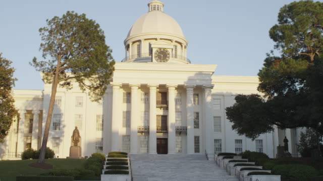 stockvideo's en b-roll-footage met ms shot of alabama capitol building / montgomery, alabama, united states - alabama