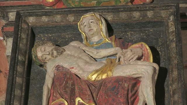 vidéos et rushes de ms shot of altar in church / saarburg-beurig, rhineland palatinate, germany - statue