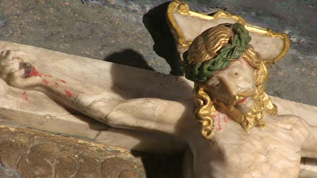 vidéos et rushes de cu shot of altar in church / saarburg-beurig, rhineland palatinate, germany - statue