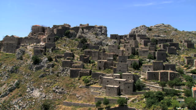 ms aerial ts shot of ancient fortifiend village of anavatos in chios island / chios, north aegean islands, greece - mythologie stock-videos und b-roll-filmmaterial