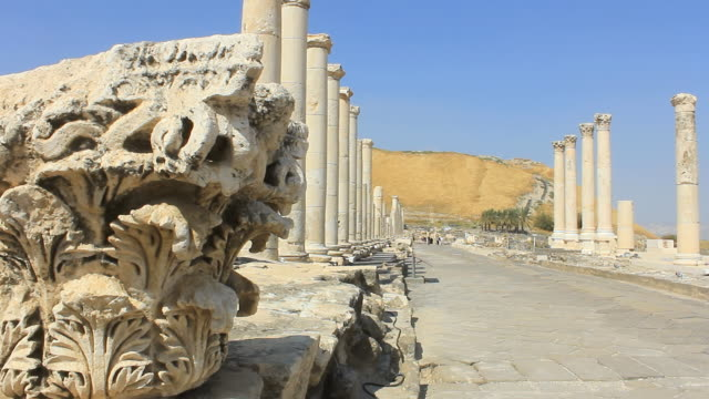 ws pan shot of ancient roman street at archeological site / beit shean, beit shean valley, israel - old ruin stock videos & royalty-free footage