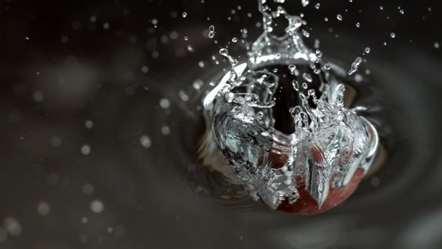 cu slo mo shot of apple dropping into water / seoul, south korea - リンゴ点の映像素材/bロール
