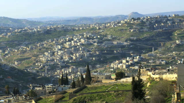ws shot of arab villages in east jerusalem and occupied territories-al shaykh, at-tur,wadi kadum / jerusalem, judea, israel - パレスチナ自治区点の映像素材/bロール