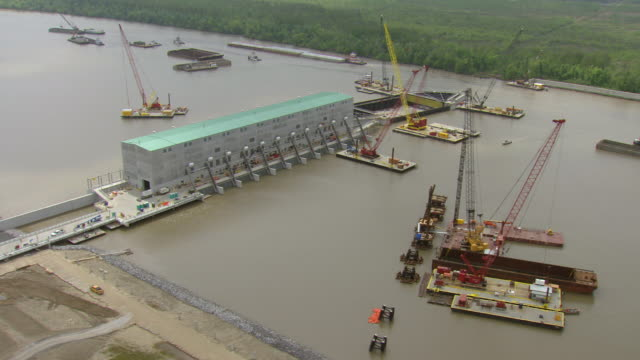 ms aerial zi shot of army corps pump station with construction cranes / louisiana, united states - wasserpumpanlage stock-videos und b-roll-filmmaterial