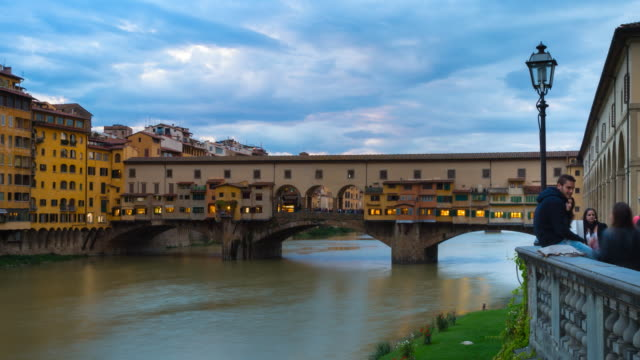 ms t/l zo shot of arno river, ponte vecchio at dusk / florence, tuscany, italy - ponte stock videos & royalty-free footage