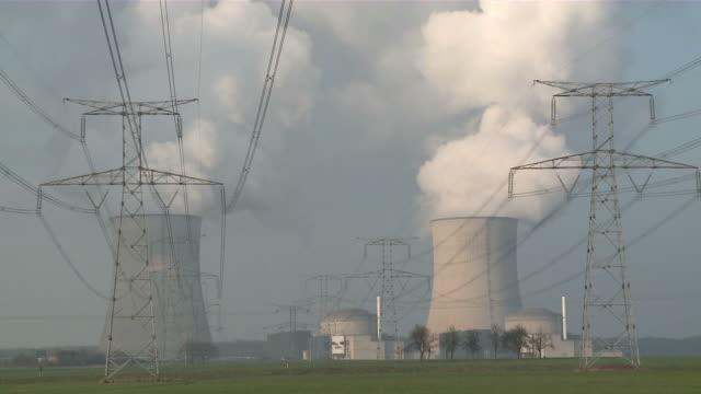 vídeos y material grabado en eventos de stock de ms shot of atomic power plant / cattenom, lorraine, france - fusión nuclear