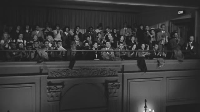 stockvideo's en b-roll-footage met ms shot of audience wearing formal attire in balcony watching and applauding - operahuis