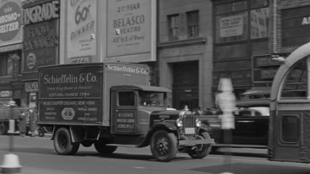stockvideo's en b-roll-footage met ws pov shot of auto driving south on broadway, columbus circle and times square - 1930