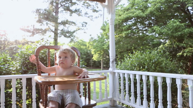 stockvideo's en b-roll-footage met ms td shot of baby boy sitting in his highchair on back porch / norristown, georgia, united states - alleen één jongensbaby