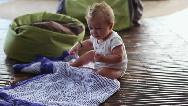 ms shot of baby learning to crawl / ubud, bali, indonesia - ein männliches baby allein stock-videos und b-roll-filmmaterial