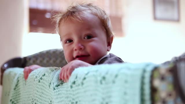 vídeos de stock, filmes e b-roll de cu shot of baby standing in his crib / ubud, bali, indonesia - só bebês