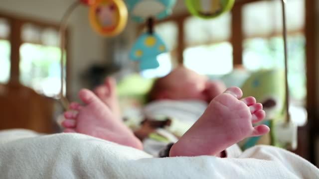 cu shot of baby's feet / lamy, new mexico, united states - ein männliches baby allein stock-videos und b-roll-filmmaterial