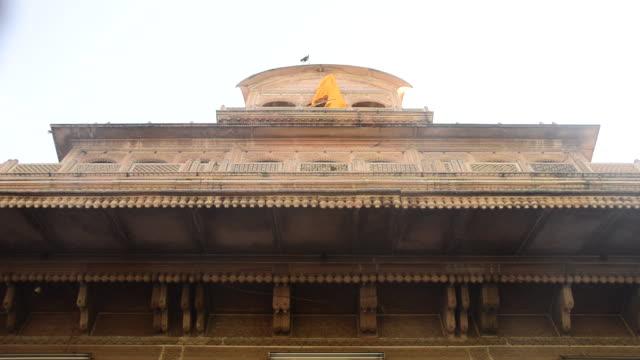 vídeos y material grabado en eventos de stock de ms shot of banke bihari temple at vrindavan / mathura, uttar pradesh, india - vrindavan