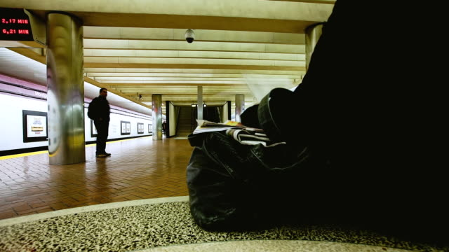 vídeos y material grabado en eventos de stock de ms pov t/l shot of bart station / san francisco, california, united states - bart