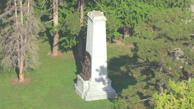 MS AERIAL ZO Shot of base of Confederate Memorial to reveal lawns in Forest Park / St Louis, Missouri, United States