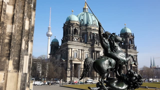 MS Shot of Berliner Dom (cathedral) and Altes Museum / Berlin, Germany