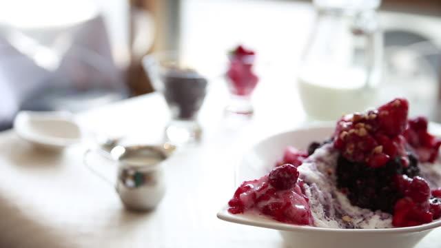 shot of berry ice sherbet - aufblenden stock-videos und b-roll-filmmaterial