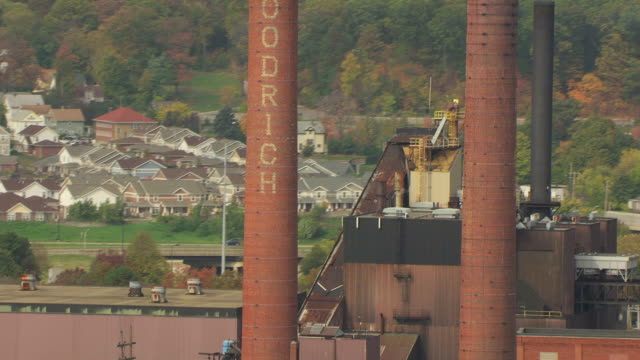 stockvideo's en b-roll-footage met ms td aerial shot of bf goodrich factory smokestacks / akron, ohio, united states - ohio