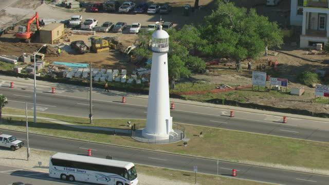 stockvideo's en b-roll-footage met ms aerial zo shot of biloxi lighthouse / biloxi, mississippi, united states - plaatselijk monument