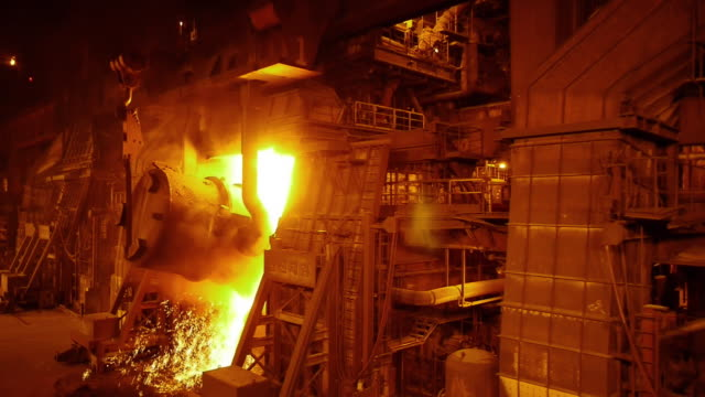 stockvideo's en b-roll-footage met shot of blast furnace with sparks - staal