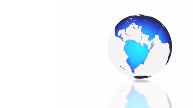 vídeos y material grabado en eventos de stock de ms shot of blue globe rotating on white background / bergen, hordaland, norway - mapamundi