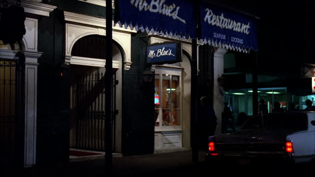 stockvideo's en b-roll-footage met ms shot of blues restaurant - bar gebouw