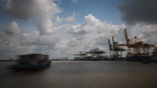 ws pov t/l shot of boat moving along mekong delta / vung tau, vietnam - mekong delta stock videos & royalty-free footage
