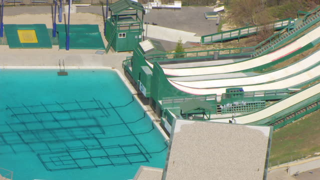 vídeos de stock e filmes b-roll de ms aerial shot of bobsled track / park city, utah, united states - bobsleighing