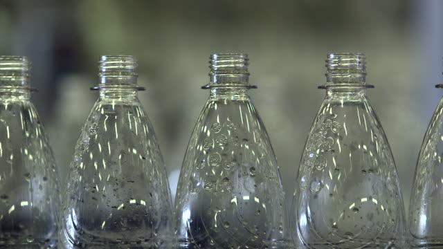 cu shot of bottling plant at beverage industry / gerolstein, rhineland palatinate, germany  - fünf gegenstände stock-videos und b-roll-filmmaterial