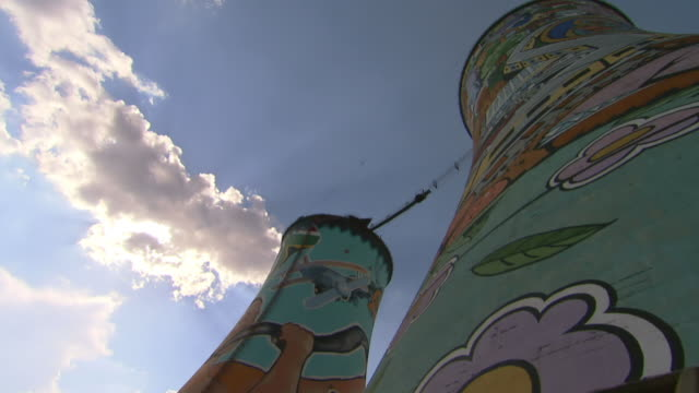 ms la t/l shot of bottom of orlando towers in soweto / johannesburg, gauteng, south africa - ソウェト点の映像素材/bロール