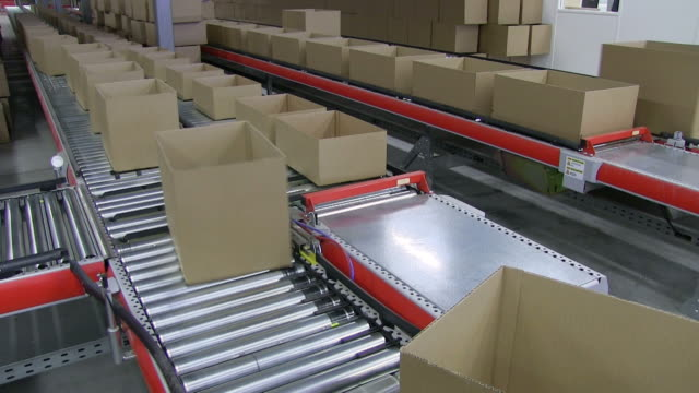 ms shot of box on conveyor belt at warehouse of mail order company / grossostheim, bavaria, germany - carton stock videos & royalty-free footage