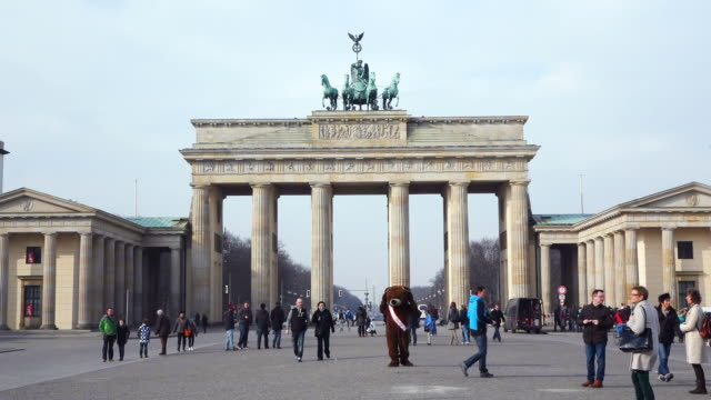 ms shot of brandenburg gate at pariser platz with people walking / berlin, germany - animal representation stock videos & royalty-free footage