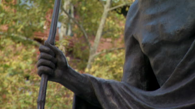 cu tu shot of bronze statue of gandhi by gautam pal in dupont circle / washington, district of columbia, united states - dupont circle stock videos & royalty-free footage