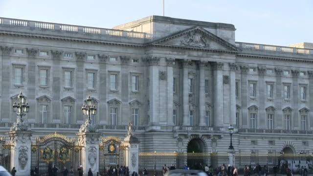 ws shot of buckingham palace / london, great britain   - buckingham palace stock videos & royalty-free footage