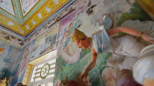 vidéos et rushes de ms pan tu td shot of buddhist statues inside sri pushparama temple / balapitiya, southern province, sri lanka - culture sri lankaise