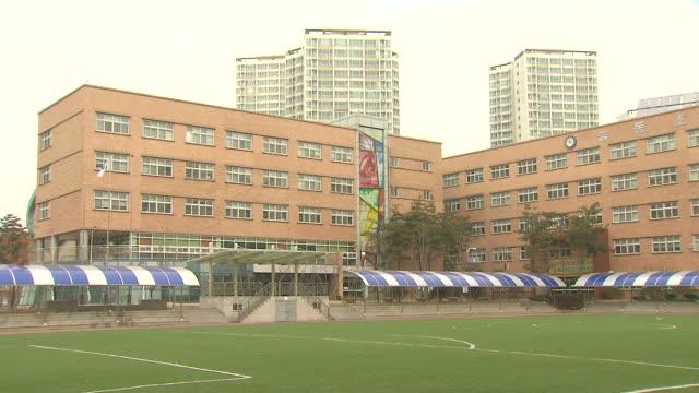 MS PAN Shot of building exterior of elementary school / Hwaseong, Gyeonggi-do, South Korea