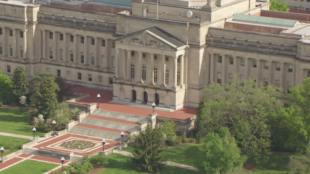 CU AERIAL ZO Shot of building steps and garden and capitol building / Frankfort, Kentucky, United States