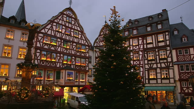 MS Shot of Buildings at Bernkastel Kues, Moselle Valley, market square at christmas time / Bernkastel Kues, Rhineland Palatinate, Germany