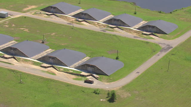 ms aerial shot of burrowed storage facilities at camp shelby military base campus / mississippi, united states - 防空壕点の映像素材/bロール